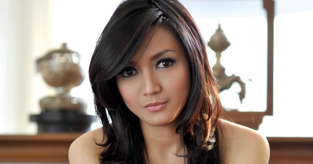 Koleksi Foto Wiwid Gunawan: Koleksi Foto Hot Dan Seksi Wiwid Gunawan (17)