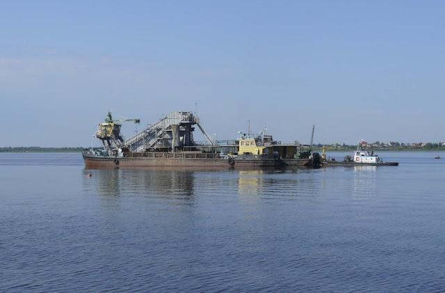 Арештували судно, яке добувало пісок для Керченського мосту