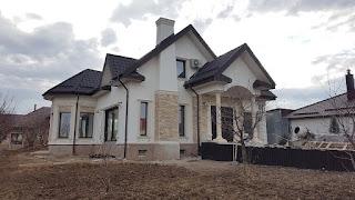 fatada casa in comuna frumusani - coartco a realizat proiect fatada si a produs profilele decorative din polistiren