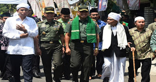 Mengharukan, Sambil Menangis KH Hasyim Berpesan Agar TNI dan Ulama Bersatu