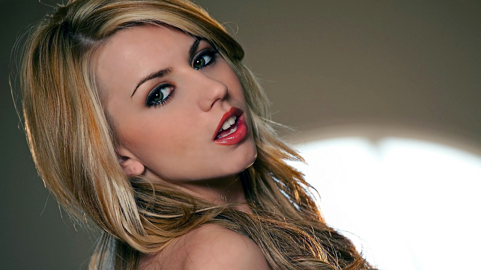 lexi belle hot look wallpaper
