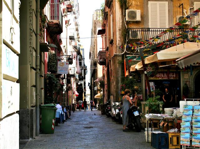 spaccanapoli, Napoli, gente, turisti, via centrale,