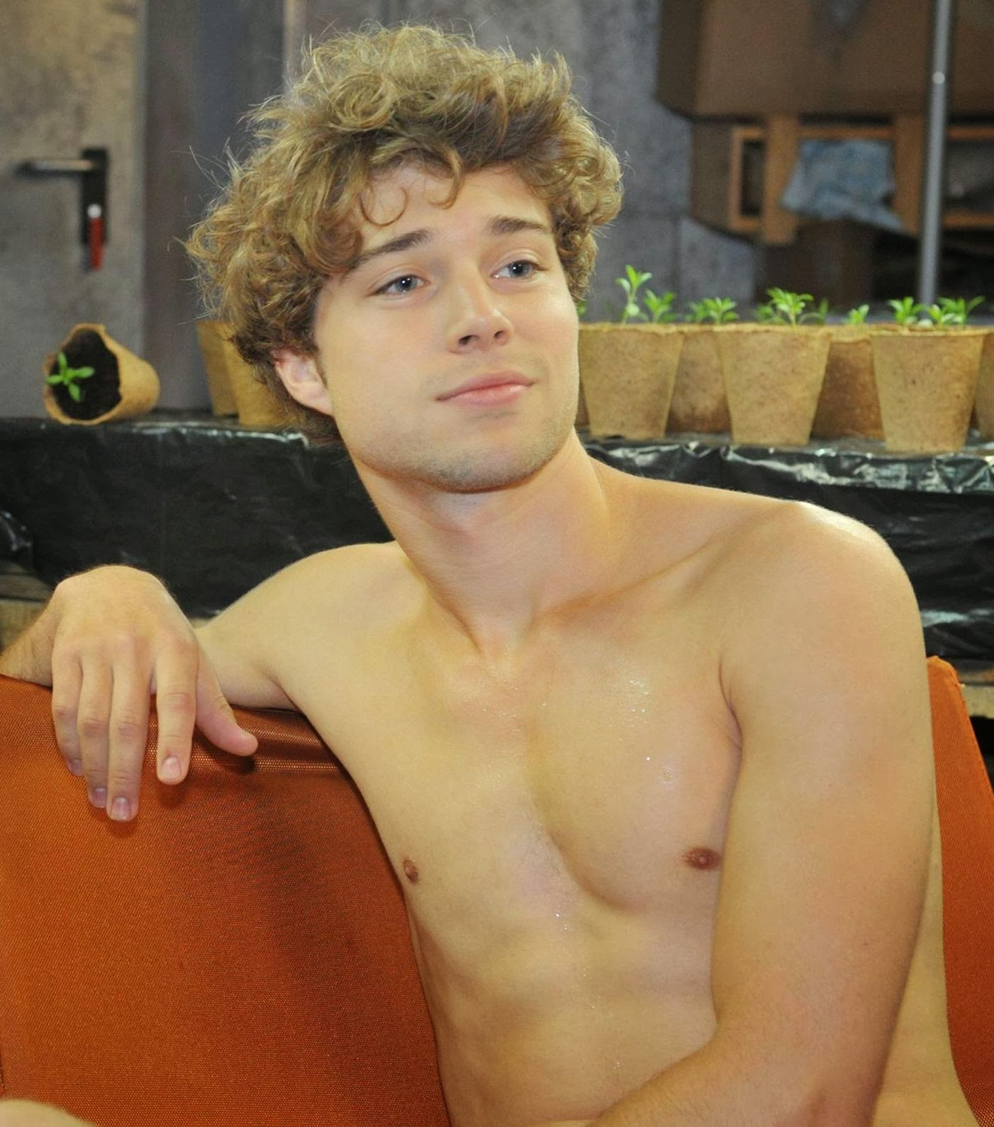 The Stars Come Out To Play: Jascha Rust - Shirtless Pics