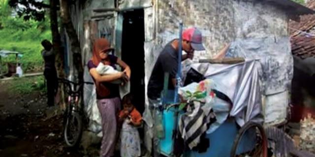 Astagfirullah, Keluarga Ini Harus Tinggal di Kandang Ayam
