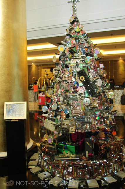 Electronic-and-Gadget-Inspired Christmas Tree