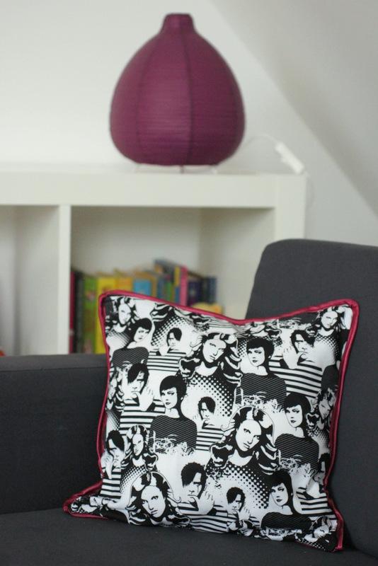 Im Coolen Mädchenzimmer Gibt Es Nun Eine Couch,   Die Brauchen Coole  Mädchen, Hab Ich Mir Sagen Lassen. Und Da Bei Mir Gleichzeitig Ein Für Cool  Befundener ...