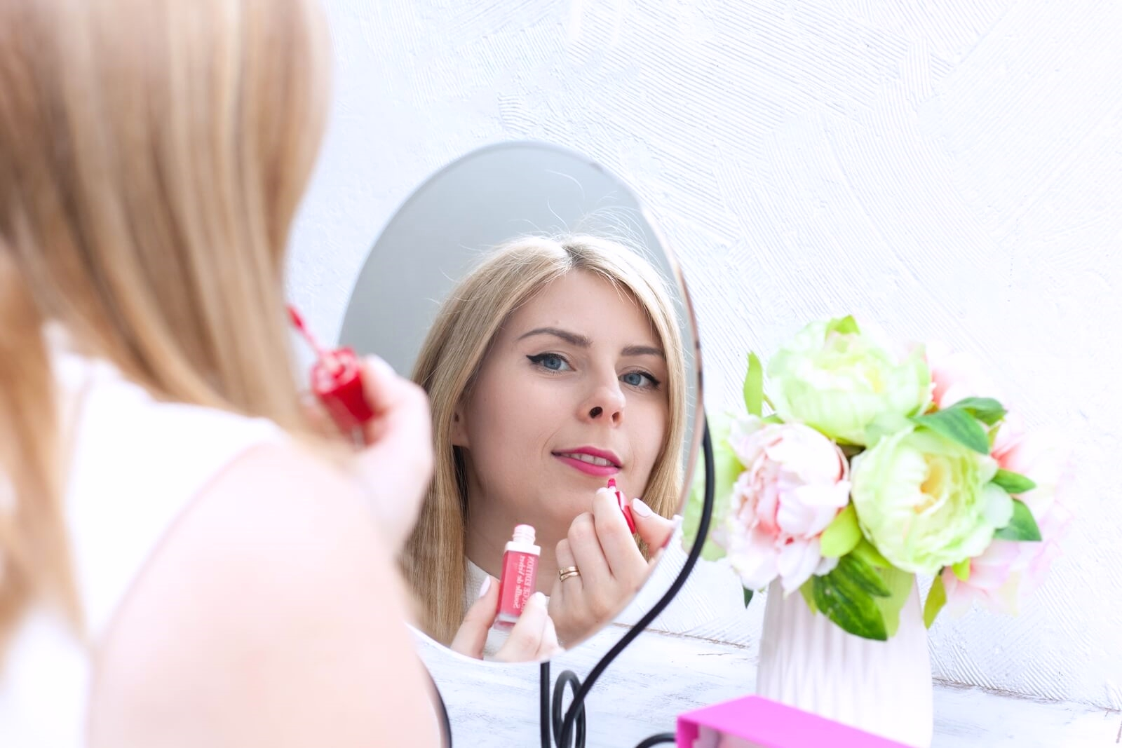 fuchsiamallow - półtransparentne matowe szminki Souffle de Velvet od Bourjois