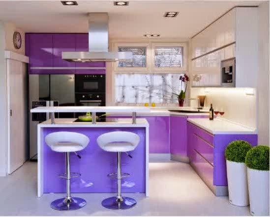 Model Dapur minimalis moderen dengan warna ungu yang cerah