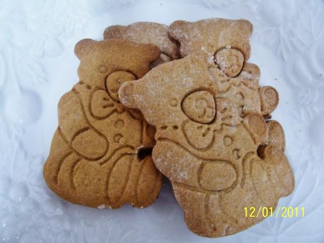 http://www.skinnygfchef.com/2012/11/gluten-free-gingerbread-men-cookies-or.html