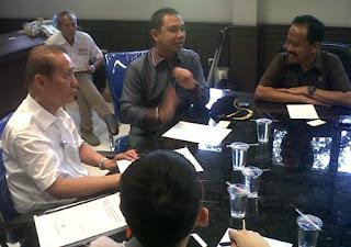 rapat internal antara Komisi B dengan ketua APGI Jatim