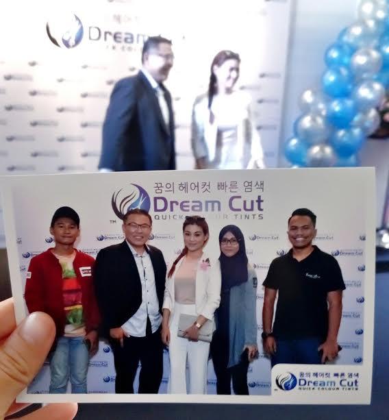 Potong rambut dengan cepat di salon Dream Cut, Sunway Velocity Mall.