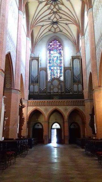 Katedra Pelplin organy witraż wejście główne sklepienie