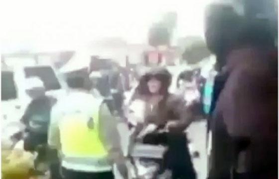Video Viral! Emak-Emak Memaki Polisi Ini Bikin Netizen Geram