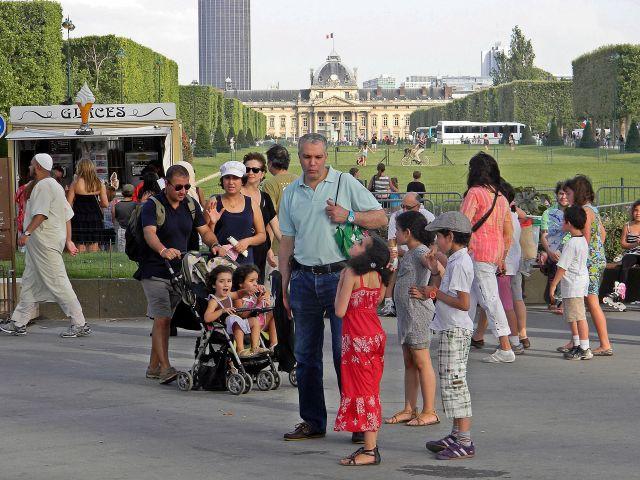 Paryż, ludzie, Paryżanie, spacery
