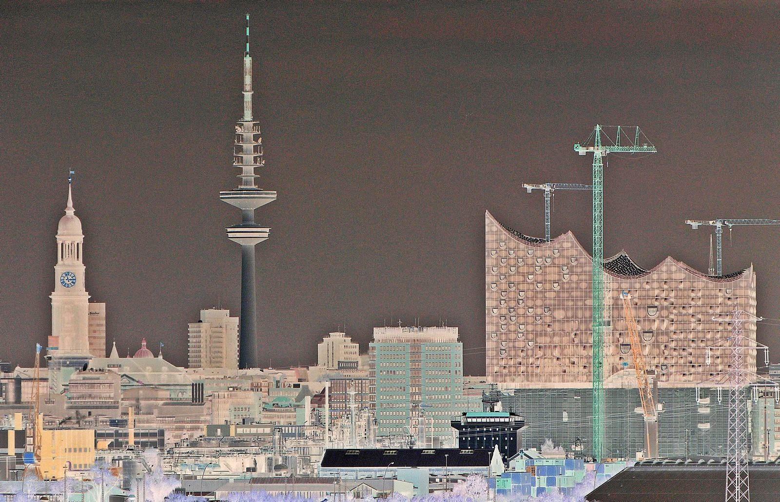 Hamburg Skyline mit Michel, Fernsehturm & Elbphilharmonie