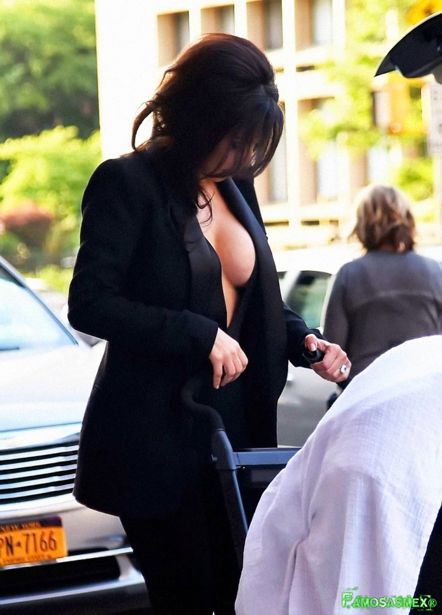 Kim Kardashian Braless Candids In New York X17 HQ Foto 1