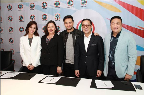 Billy Crawford renews contract with ABS-CBN