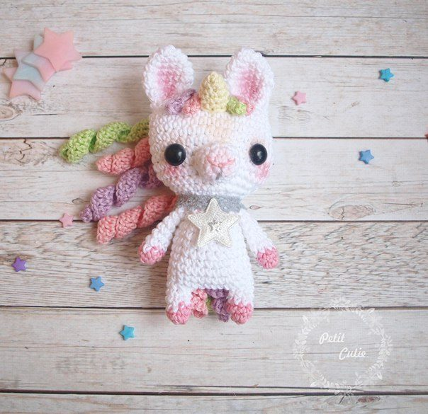 Jazzy the Unicorn Free Amigurumi Pattern | Jess Huff | 585x604