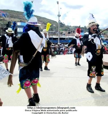 Foto de Príncipes o Chapetones bailando en concurso de Tunantada. Foto de los Príncipes o Chapetones de Jesus Gómez
