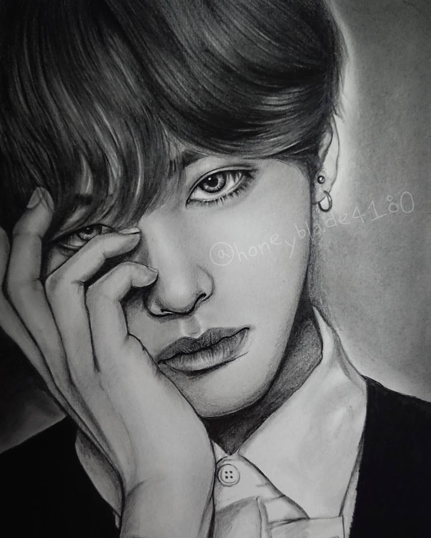 08-Kim-Tae-Hyung-YU Pencil-Portrait-Drawings-of-Celebrities-and-Non-www-designstack-co
