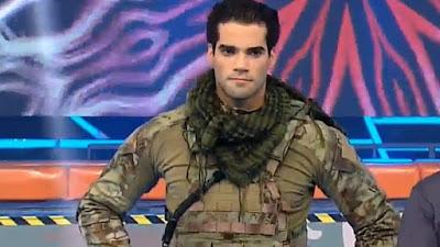 guty vestido con el uniforme del ejercito