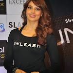 Bipasha Basu hot pictures in tight leggings