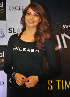 Bipasha Basu hot pictures in tight leggings