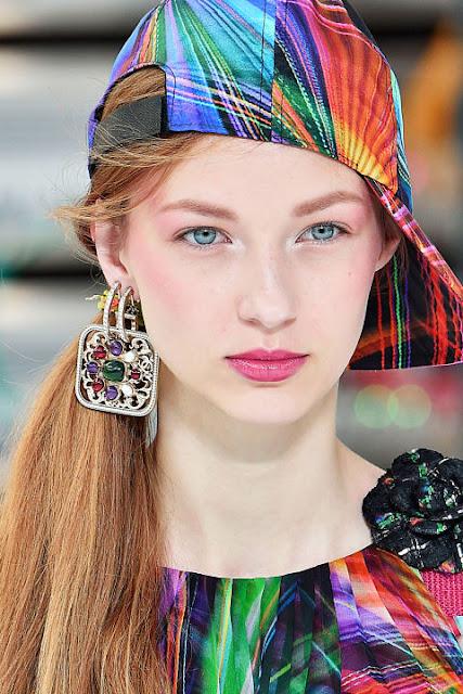 lip gloss, lipgloss, street style, summer 2017, summer trends summer makeup