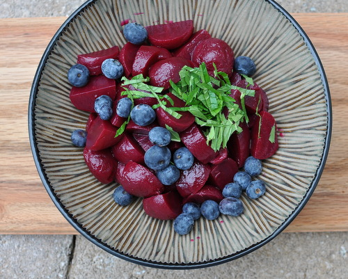 Pickled Beet Salad with Fresh Blueberries & Mint ♥ AVeggieVenture.com, five minutes to the table. Vegan. Low Carb. Weight Watchers Friendly.