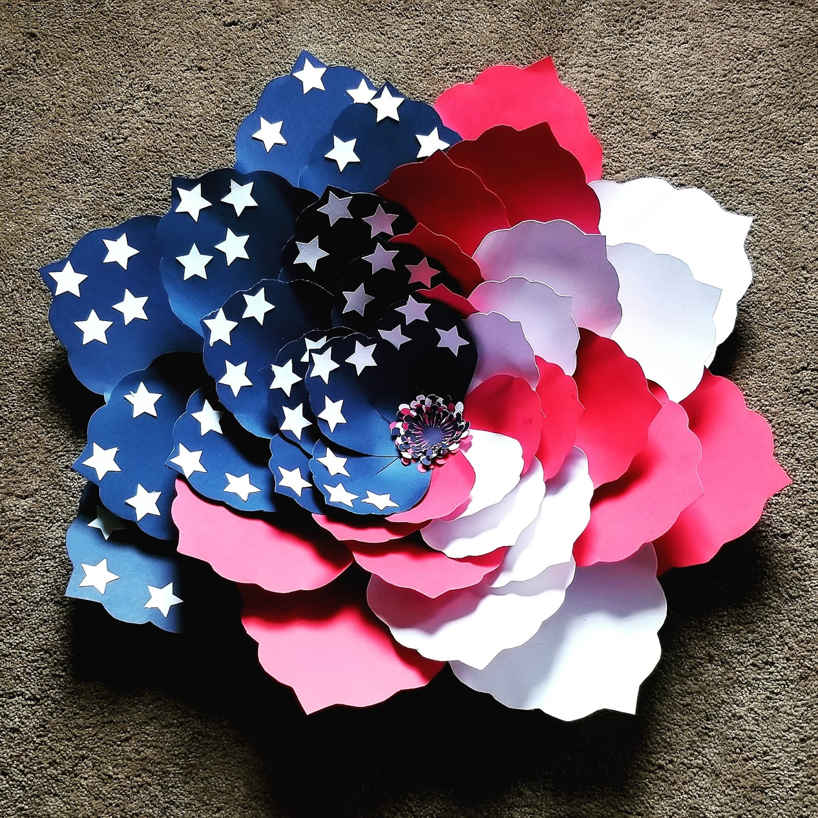 Patriotic american flag paper flower step by step with templates i decided awhile ago that making paper flowers is just not my thing and then i saw someone post an american flag flower and i just had to try one more mightylinksfo