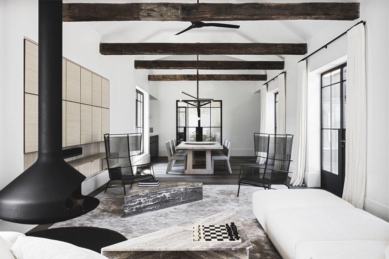 Casa lussuosa con interni rustici e contemporanei arc for Casa lussuosa