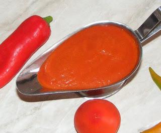 Retete sosuri gratare reteta sos picant si aromat din rosii si ardei copti,