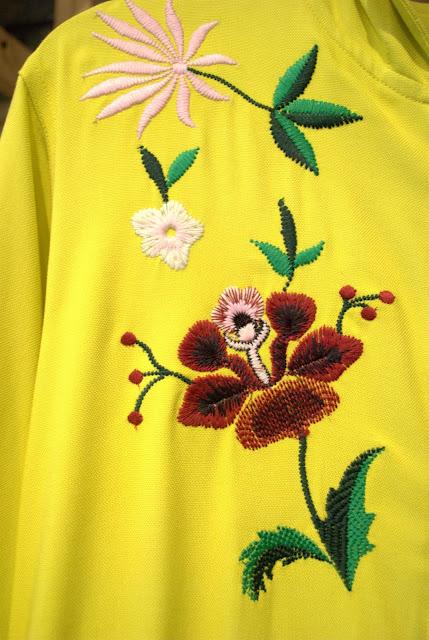 tendencias, primavera verano 18, moda, fashion, tendencia asimetrica, tendencia flores, tendencia transparencias, vestidos fluidos, off shoulders, pantalones extra largos, chanel, valentino, tendencia rayas