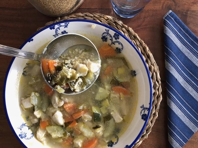 Sopa de pollo con bulgur