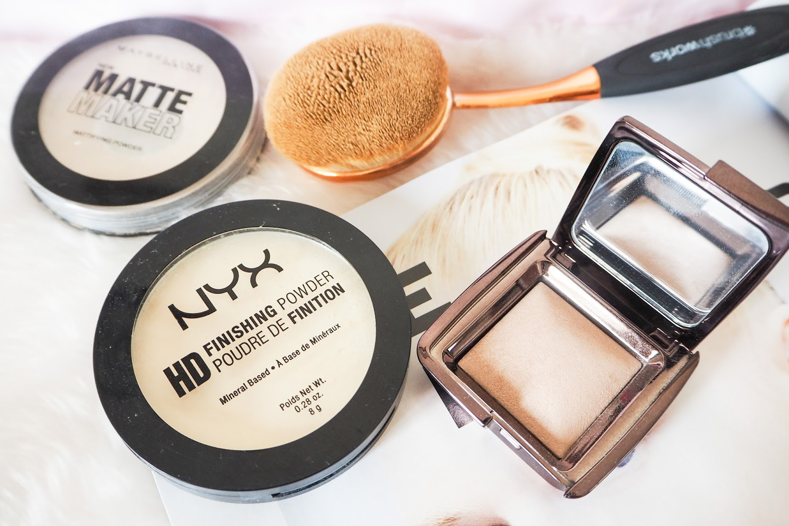 Mini reviews of face powders, including NYX, Hourglass and Maybelline.