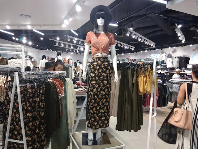 A espera terminou, agora é oficial, a loja queridinha das fashionistas já esta em solo baiano com uma loja mega fofa no Shopping da Bahia. E eu boba nem nada tiver que ver isso de perto e contar tudinho para vocês é claro!