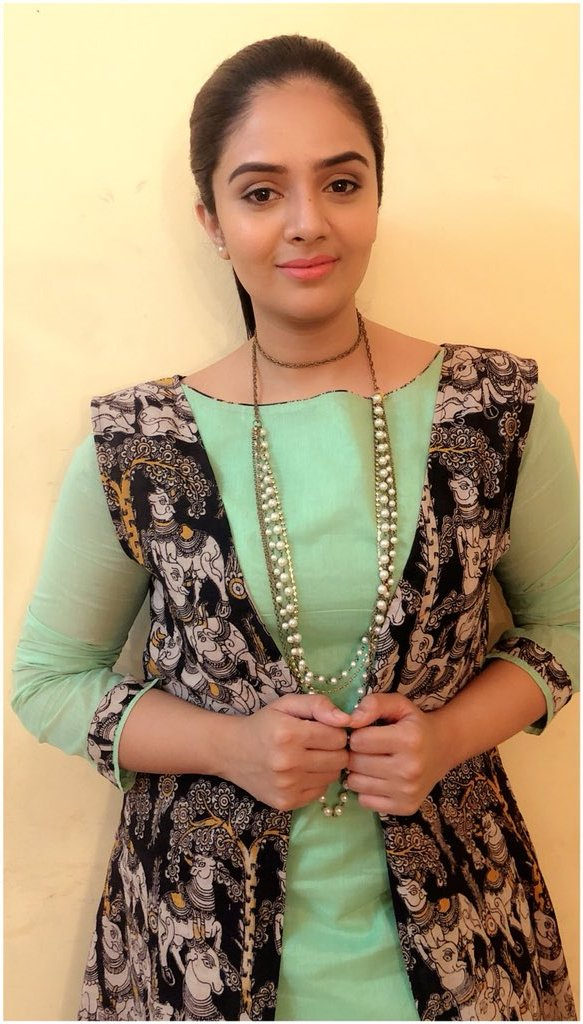 Indian TV Actress SreeMukhi Photoshoot In Green Gown