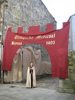vestido-medieval-arribada-baiona 1