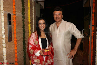 Sachin Tendulkar with his wife at Mata ka Jagrata hosted by Anu Malik 22.JPG