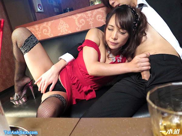 anh-sex-co-chu-quan-bar-ann-takase-va-dam-nhan-vien-nam