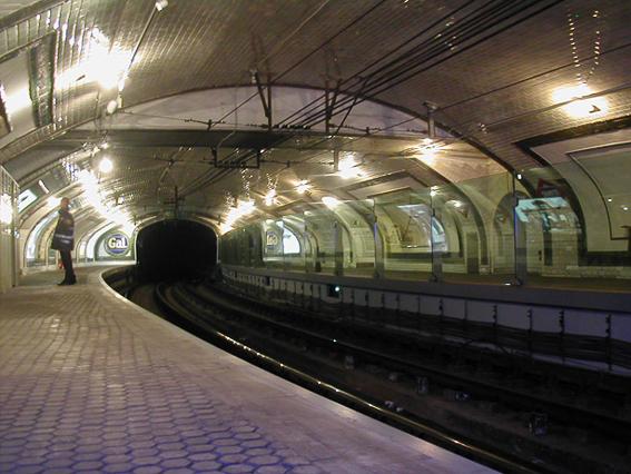 Estacion Chamberi en curva. Madrid