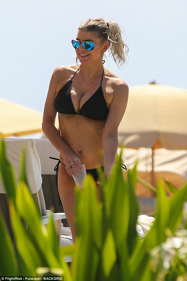 Fergie Shows Off Hoty Bikini Body In Hawaii