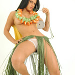 Andrea Rincon, Selena Spice Galeria 13: Hawaiana Camiseta Amarilla Foto 92