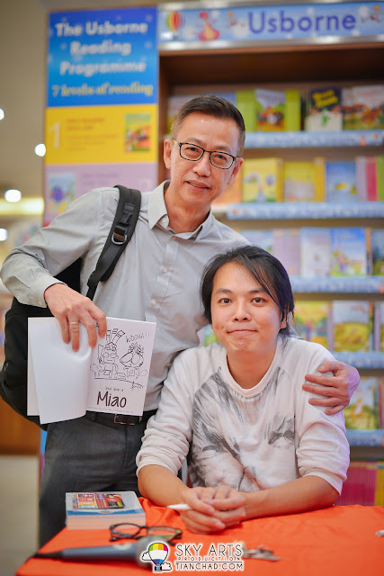 A guy who support Akiraceo's book and asked him to draw him in Gawai outfit haha