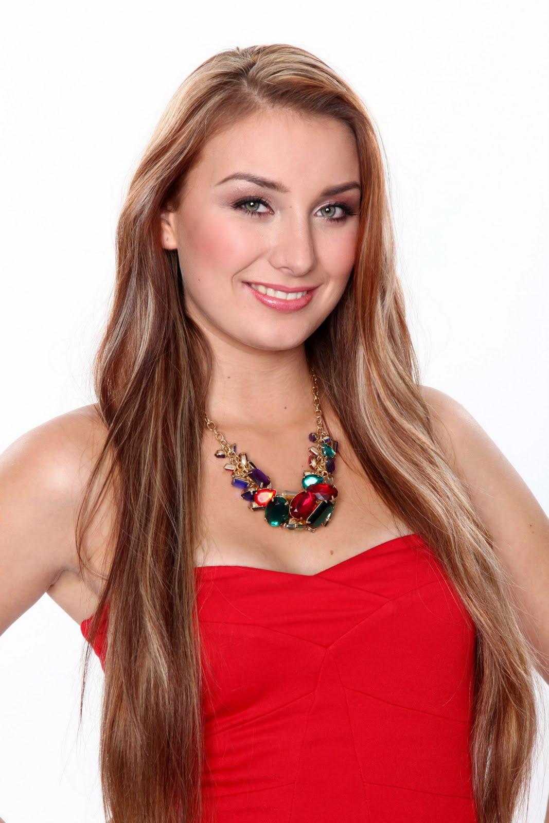 Nina Moghaddam Nackt