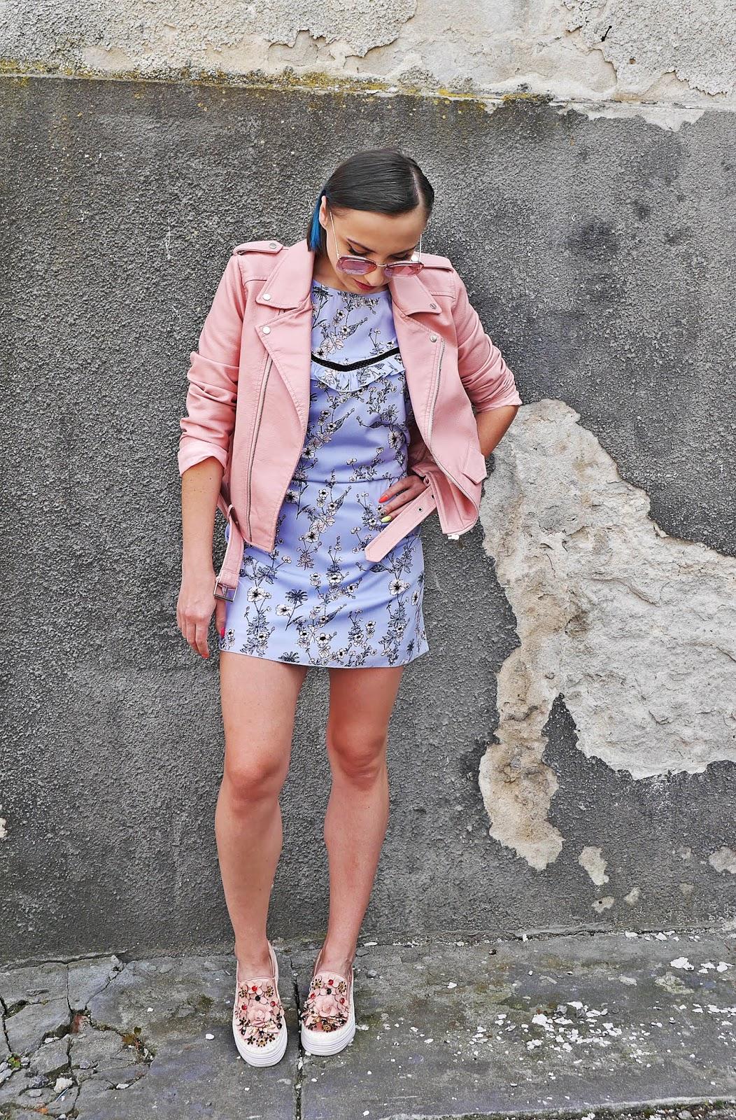 3_sukienka_w_kwaity_bonprix_rozowa_ramoneska_buty_renee_karyn_blog_modowy_200518