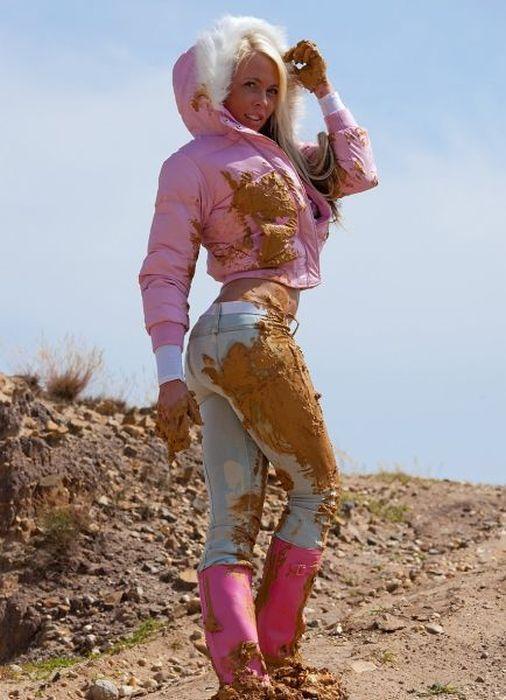 Sexy Girl In The Mud 40 Photos  Photos-0-1648
