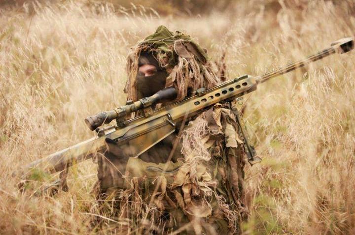 papel de parede atirador de elite com barrett camuflado no mato