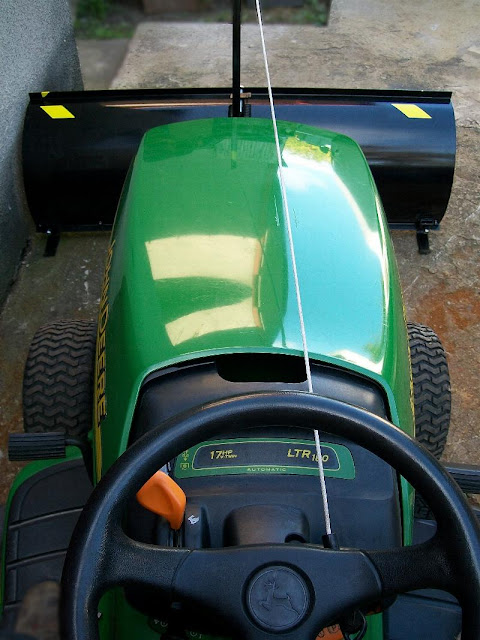 Pług do traktorka ogrodniczego kosiarki. Solidny pług śnieżny do quada ATV. Szufla zgarniająca do odśnieżania lemiesz gumowy