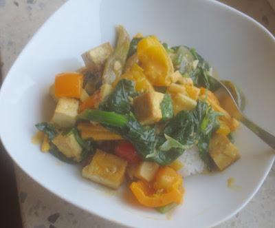 Rotes Thai-Curry mit Gemüse und Tofu